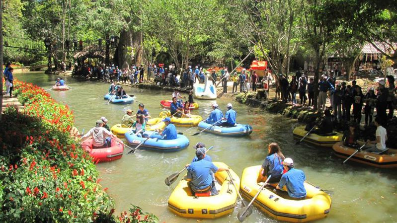 Boating at Prenn resort - Pongour waterfall tour - 3 waterfalls tour in Dalat