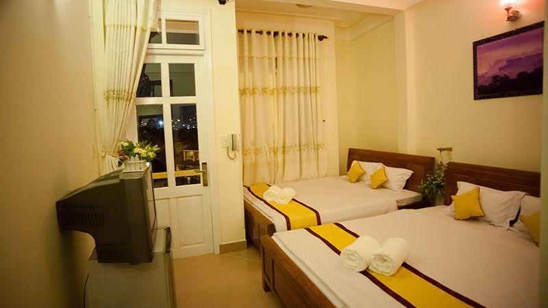 Phòng đôi giường 1m6 ở khách sạn Happy Day 1 ở Đà Lạt