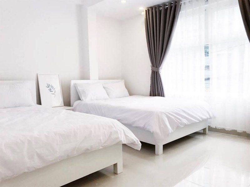 Các phòng ngủ bên trong khách sạn Amour ở Đà Lạt
