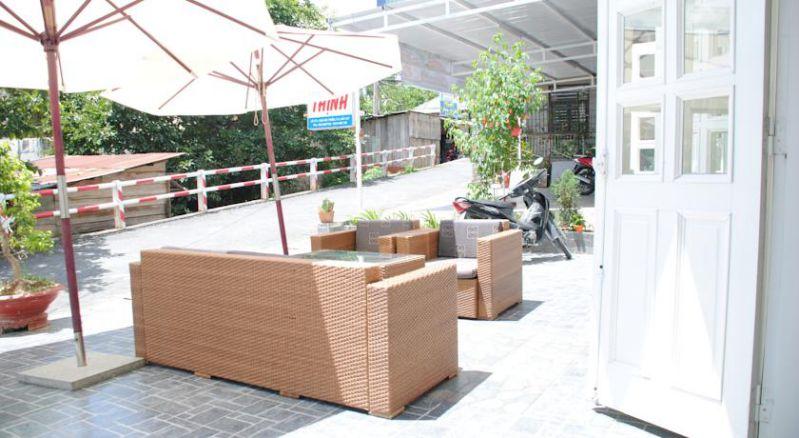 Không gian khá rỗng rãi phía trước khách sạn Quỳnh Thư ở Đà Lạt
