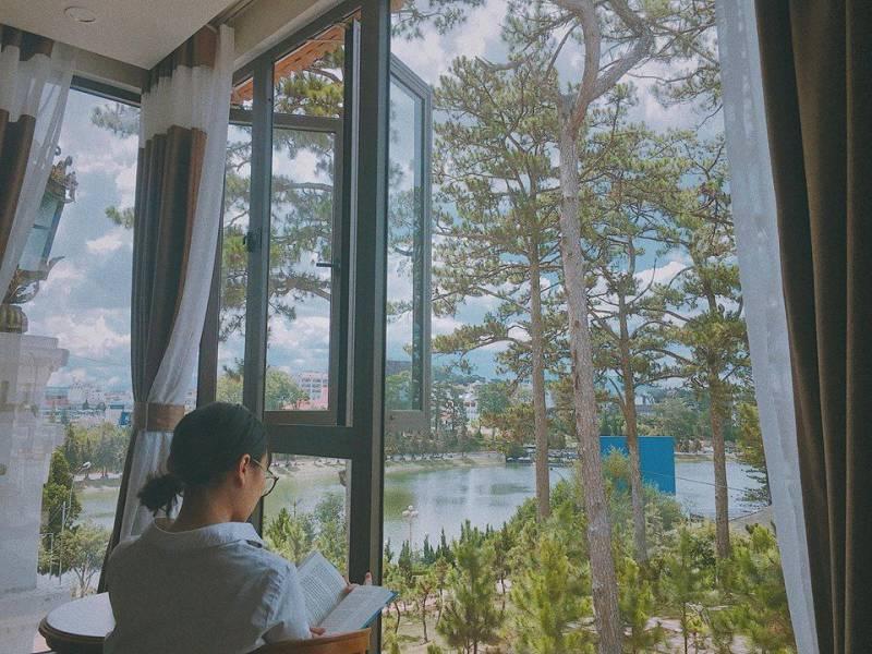 View ngắm hồ Xuân Hương tại Khách sạn Khải Ngọc ở Đà Lạt