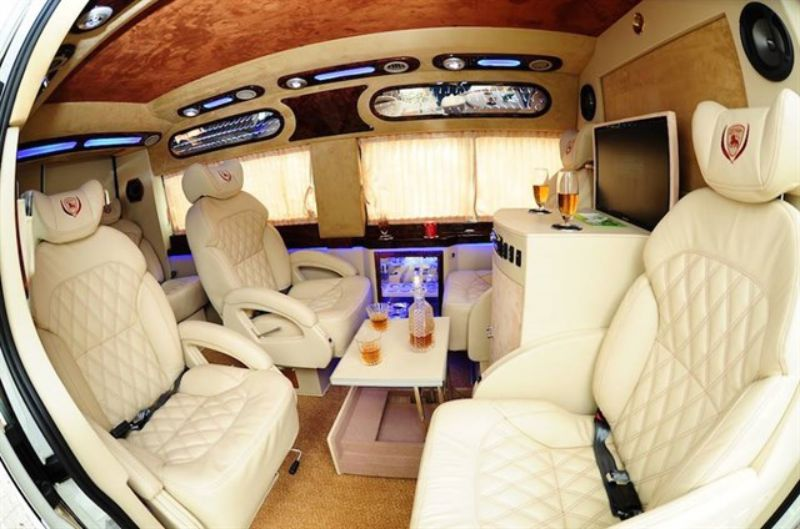 Nội thất sang trọng bên trong xe Limousine của Minh Trí