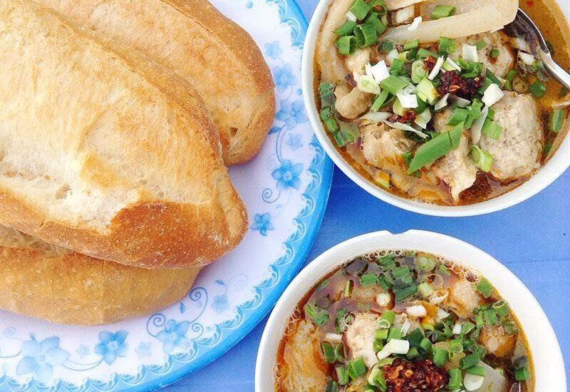 Bánh mì xíu mại Hoàng Diệu nổi tiếng tại Đà Lạt