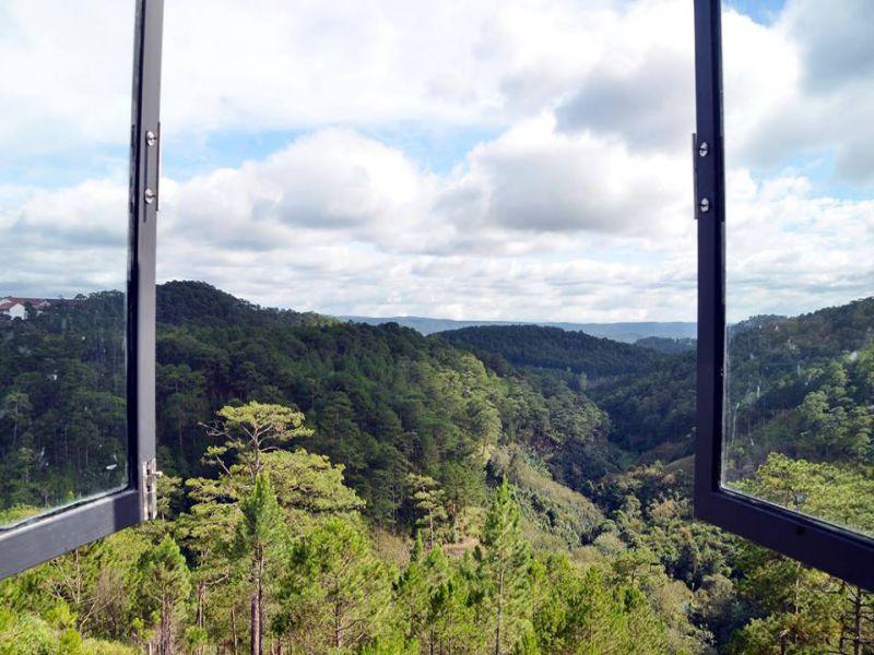 View đồi núi, rừng thông tại The KUPID homestay Đà Lạt