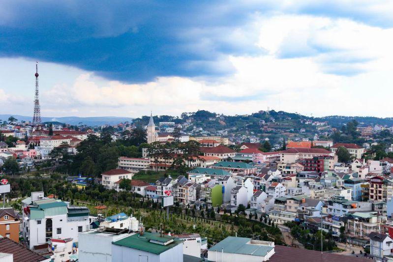 View ngắm thành phố Đà Lạt từ khách sạn Iris 3 sao