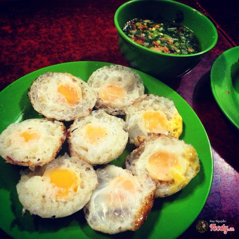 Món bánh căn Nhà Chung ở Đà Lạt