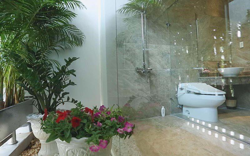 Toilet trong Biệt thự Lê Hoàng