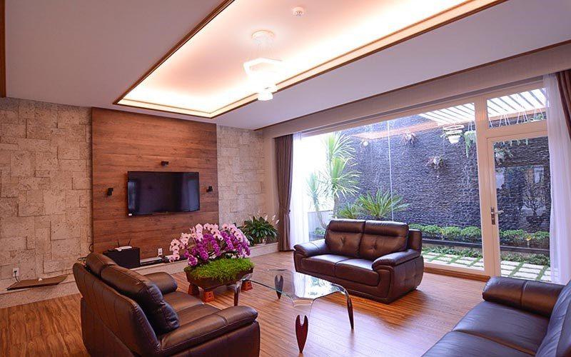 Phòng khách sang trọng của biệt thự Lê Hoàng