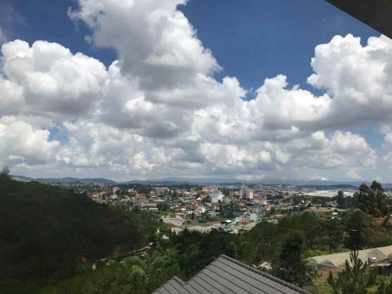View ngắm thành phố từ biệt thự Hoa Quỳnh 2 Đà Lạt