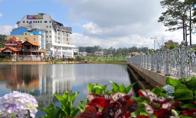 Khách sạn Kings có view ngắm hồ Xuân Hương và thành phố Đà Lạt