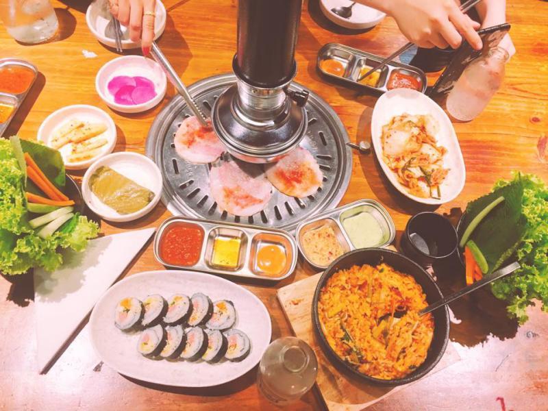 Đồ ăn tại quán nhậu Hàn Quốc Fungi Chingu ở Đà Lạt