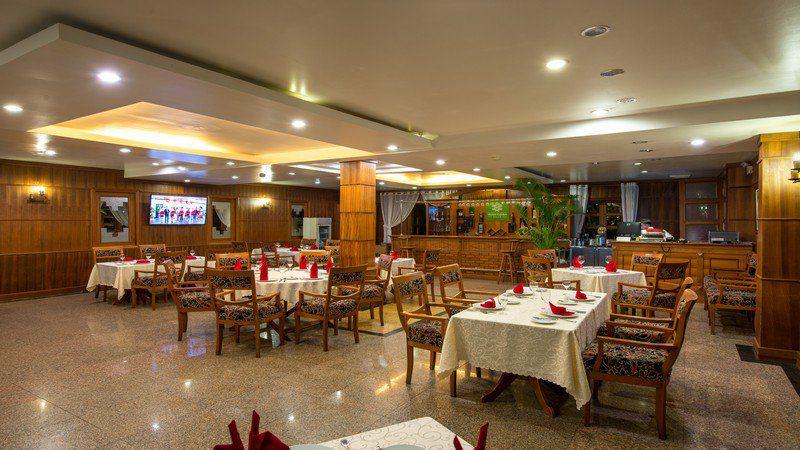 Nhà hàng ở Monet Garden Villa Resort