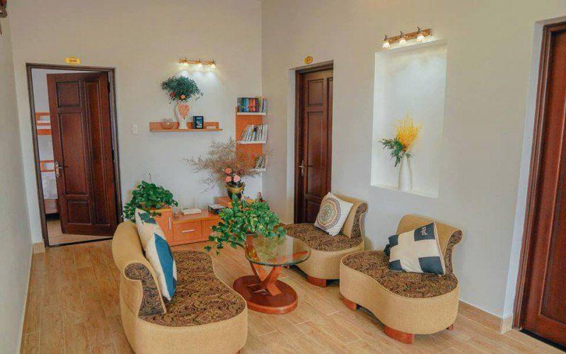 Phòng khách trong villa Bằng Trang