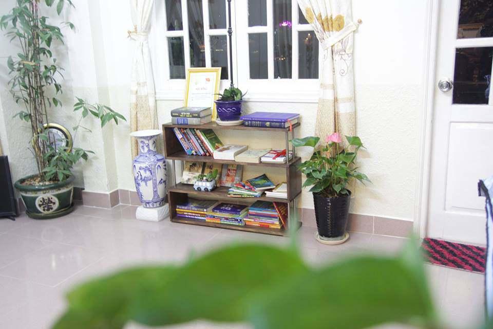 Một góc nhỏ để đọc sách trong UFO villa Đà Lạt