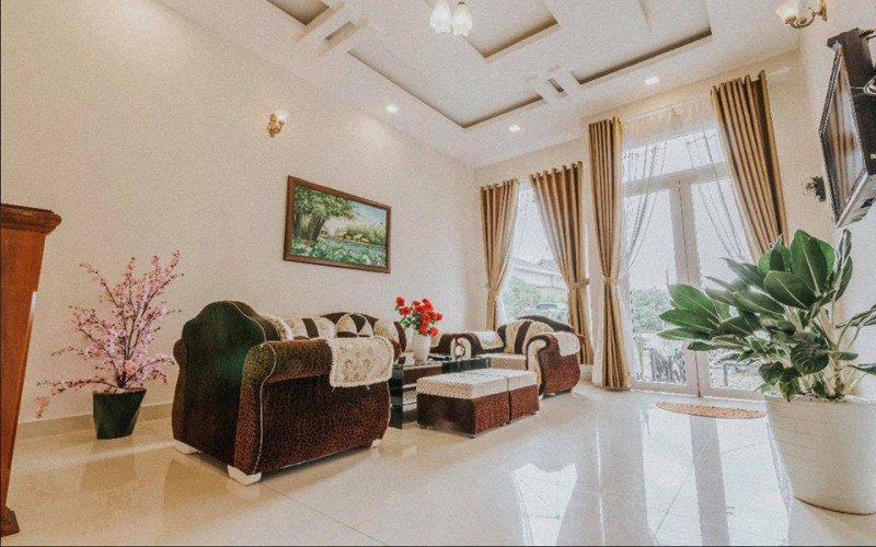 Phòng khách sang trọng của Phù Đổng villa Đà Lạt