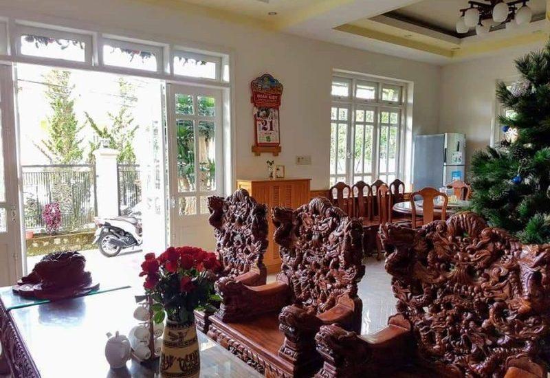 Phòng khách sang trongjv à trang nhã bên trong villa