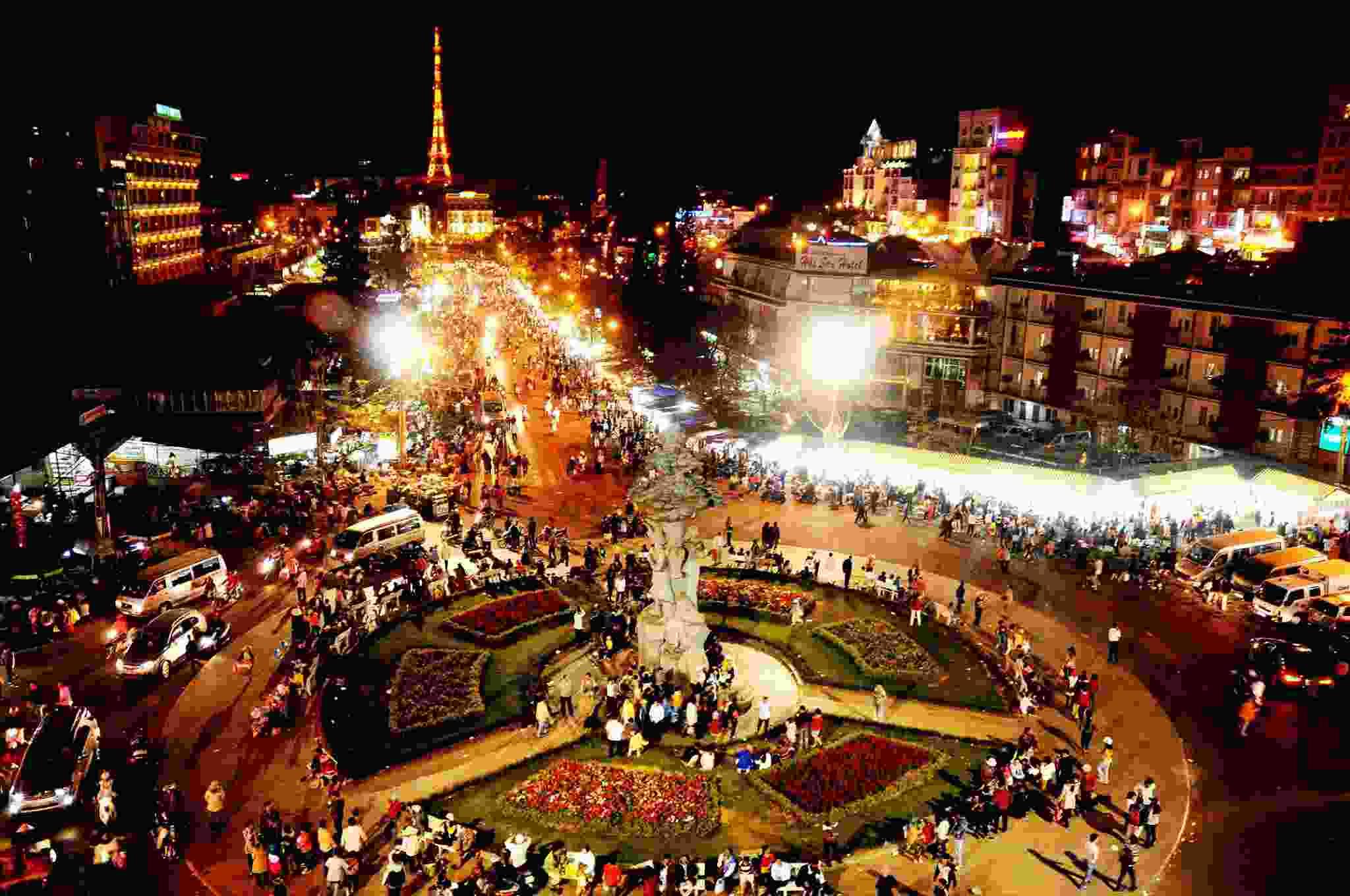 Toàn cảnh chợ đêm Đà Lạt