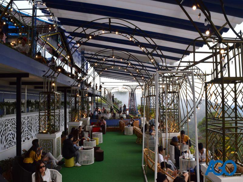 Rất đông khách đến với cafe Horizon