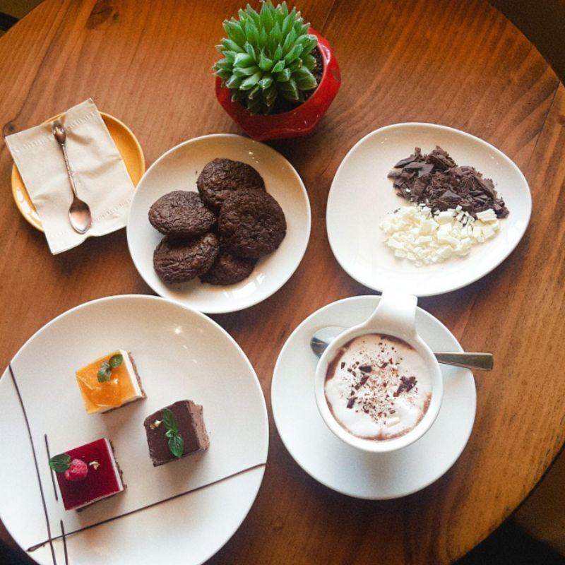 The Choco cafe với bánh ngon, đẹp mắt
