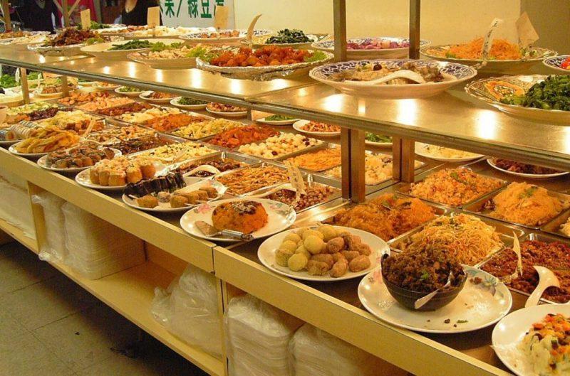 buffet tại nhà hàng Phố Núi Đà Lạt rất ngon