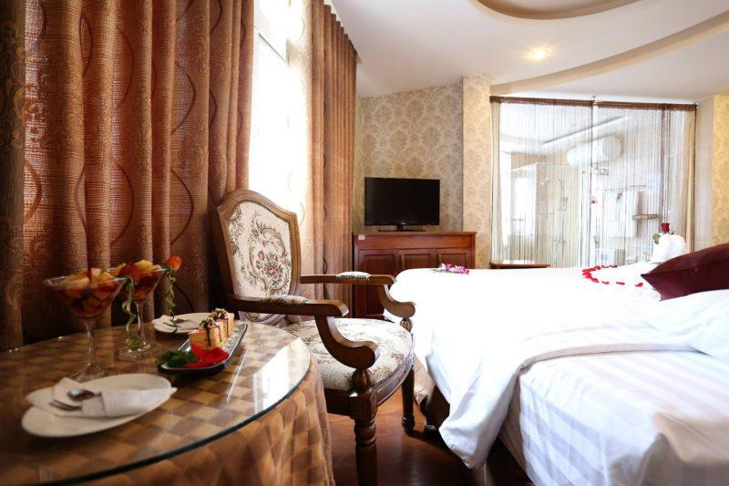 Phòng Romance Queen tại khách sạn Phố Núi Đà Lạt