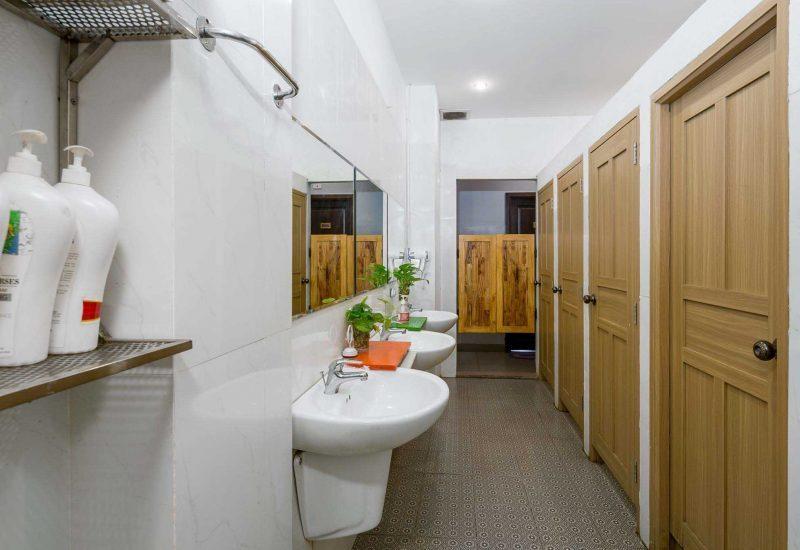 Phòng vệ sinh chung trong homestay