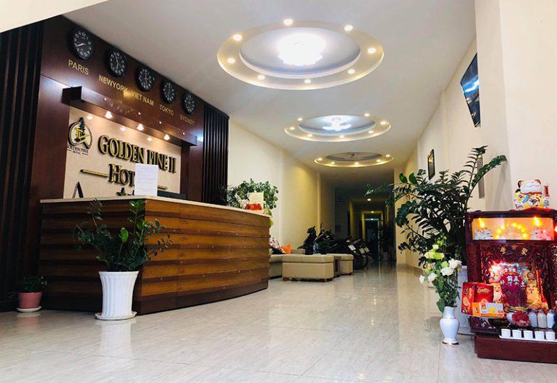 Khách sạn thông vàng 2 trung tâm giá phòng