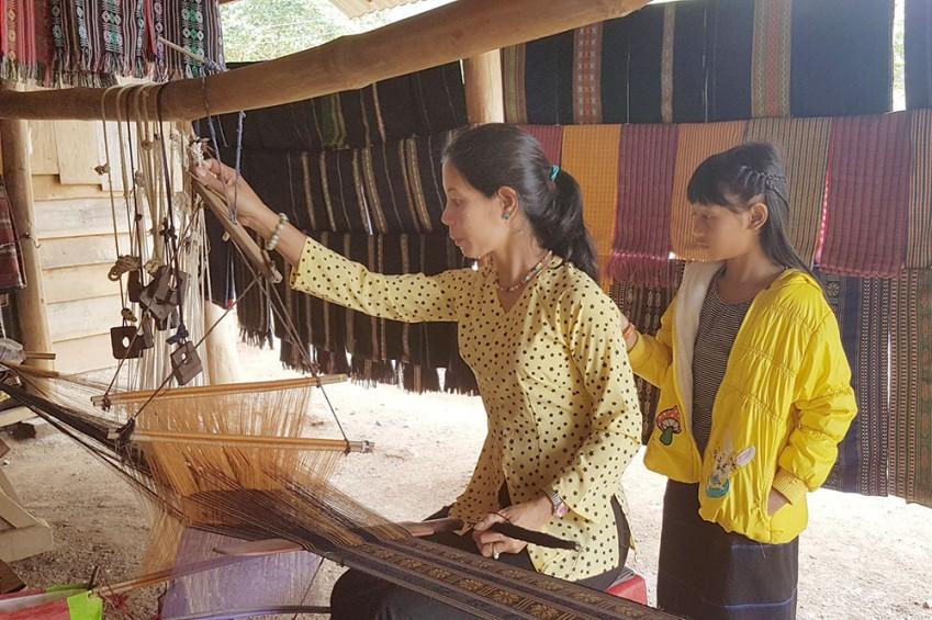 Dệt truyền thống ở Làng Gà