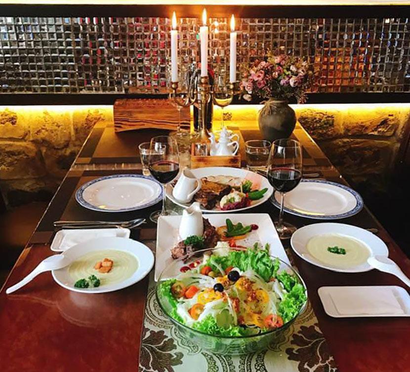 Nhà hàng hầm rượu vang Đà Lạt