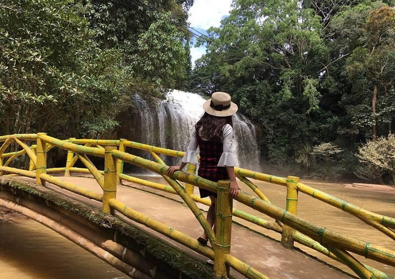Ngắm nhìn dòng thác Prenn thơ mộng