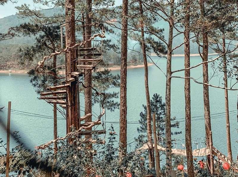 Cây cầu gỗ nét độc đáo ở Happy Hill Đà Lạt