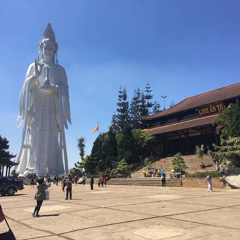 hình ảnh tượng phật quan âm lớn nhất đà lạt ở chùa linh ân