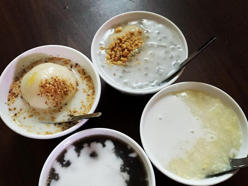 thưởng thức hương vị của các loại chè ở quán chè hé Đà Lạt