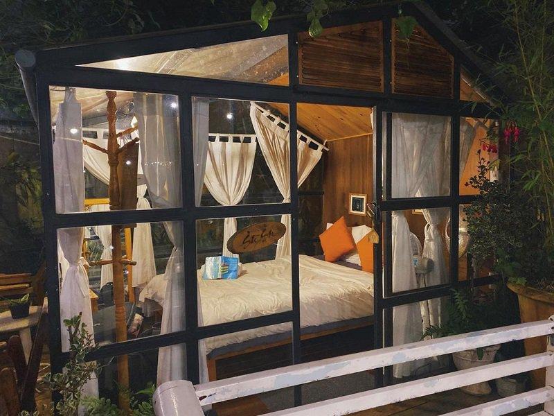 Không gian nội thất bên trong của In The Pines homestay Đà Lạt