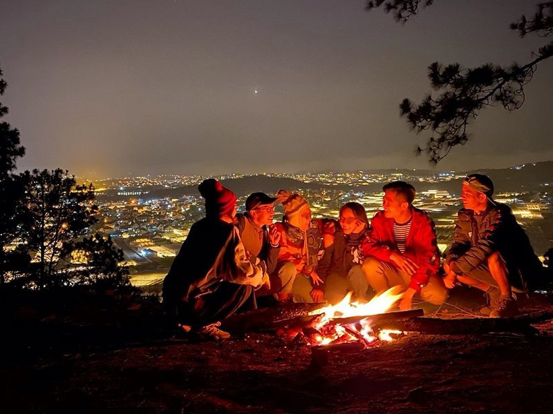 Cắm trại tại đỉnh Hòn Bồ Đà Lạt