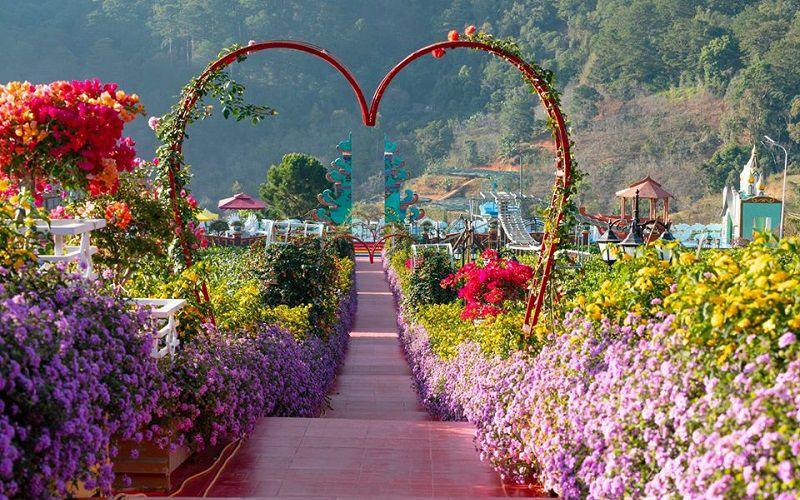 Vườn Thượng Uyển Bay Đà Lạt một địa điểm du lịch mới. Với một không gian tràn ngập sắc hoa