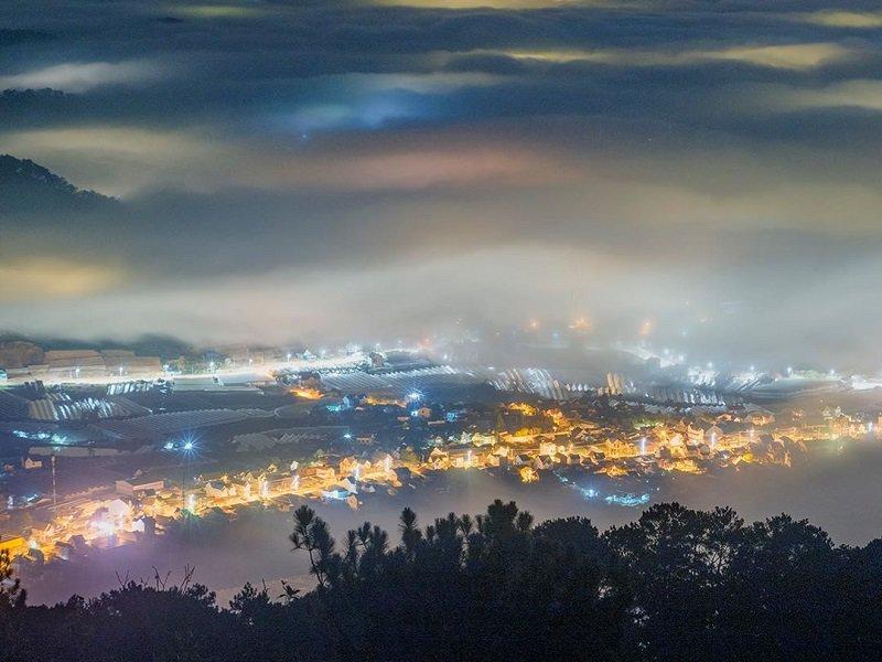 Góc nhìn từ đỉnh núi Bà trên LangBiang