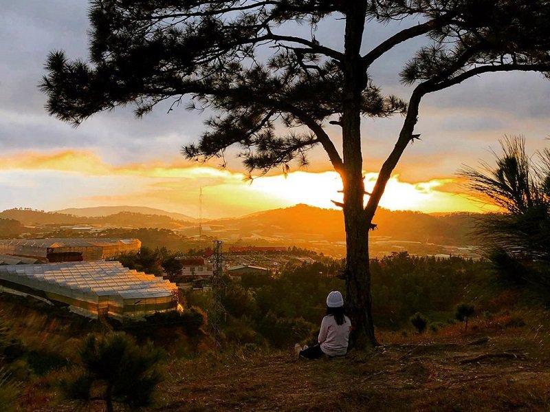 Ngắm hoàng hôn tại đồi Thiên Phúc Đức Đà Lạt
