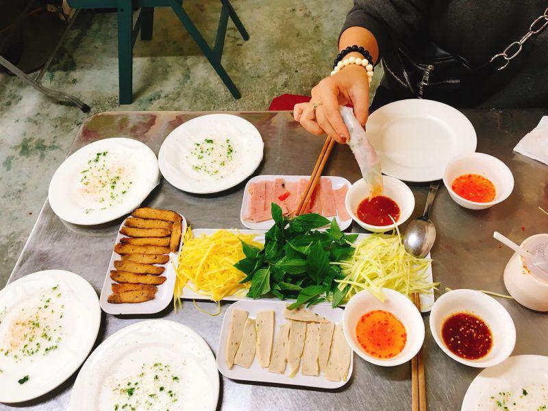Món bánh ướt chồng ở Đà Lạt
